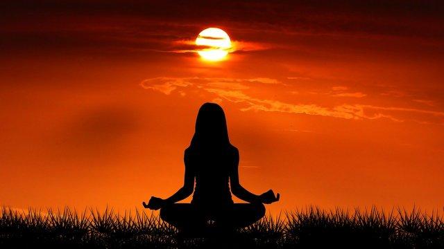 Yoga bij zonsopkomst voor de Yoga Stap Voor Stap review