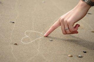 Hart tekenen in zand