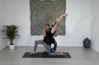 Rolf en Melanie voor de Practice Happy With Yoga Review