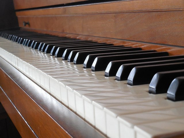 Een oude piano